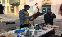 Το παλιό πουλόβερ έγινε στολίδι για το δέντρο και τα χαρτόνια δημητριακών τάρανδοι