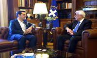 Ολόπλευρη στήριξη στις προσπάθειες για δίκαιη και βιώσιμη λύση διαπίστωσαν Τσίπρας - Παυλόπουλος
